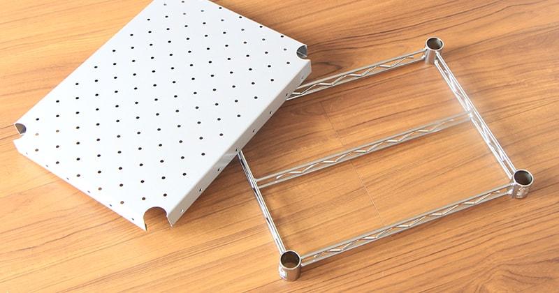 ホームエレクターレディメイドシリーズのパンチングシェルフはラック組み立てがより簡単な工夫がされている