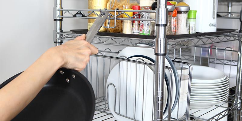 ルミナスのマルチフックにマグカップも調理器具もフックに引っ掛けるだけ!