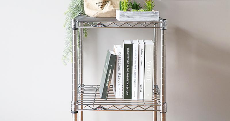 ホームエレクターレディメイドシリーズのスタンダードな「クローム(シルバー)」は風通しがいいから本棚使いにもおすすめ