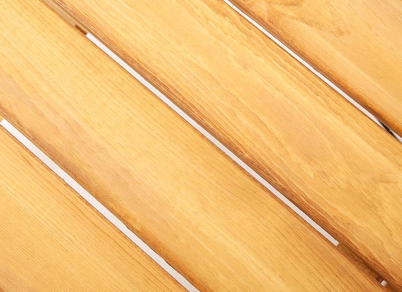 オイルステインラックはスリットが入っている棚板で、ほんのりレトロな雰囲気。